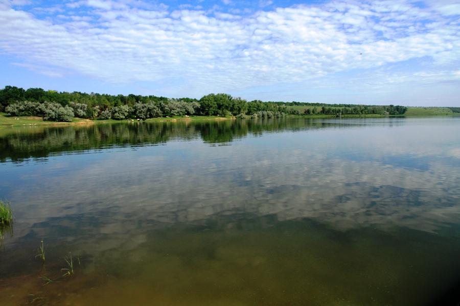 Pe malul lacului, lîngă satul Cneazevca